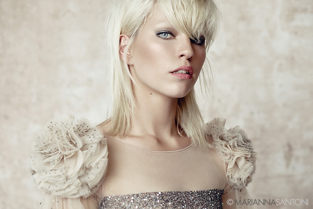 beauty shot of the model Violet Gould shot by photographer marianna santoni